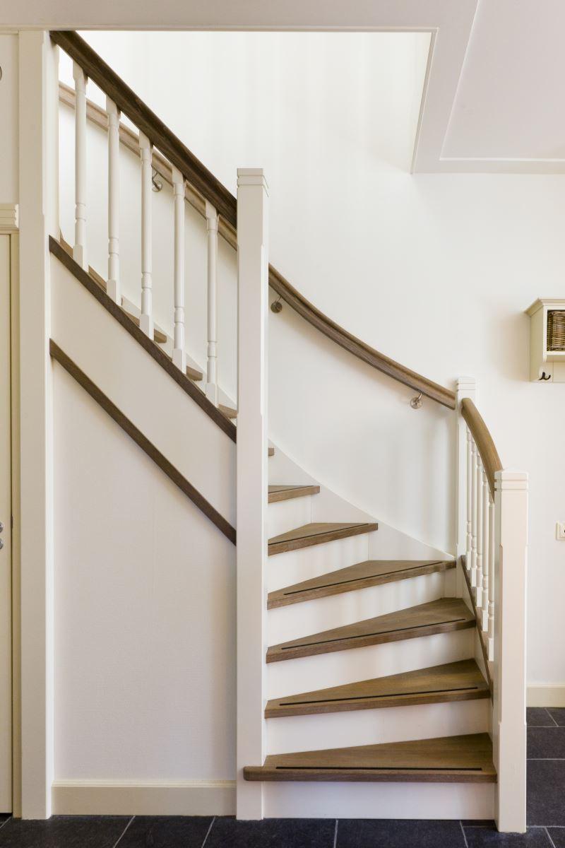Trappen hce houtprodukten for Huis trappen prijzen